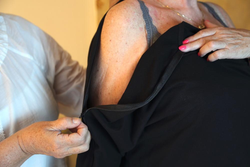 Argan-tshirt-enfilage-facile-senior-immobile-paralysie