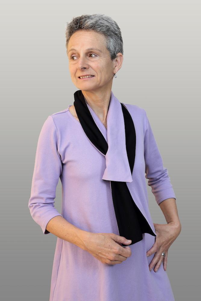Emilie-robe-systeme-velcro-maison-retraite-habillage-chaise-roulante