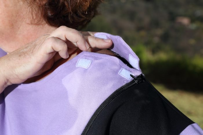 tunique-femme-senior-ouverture-epaule-habillage-facile